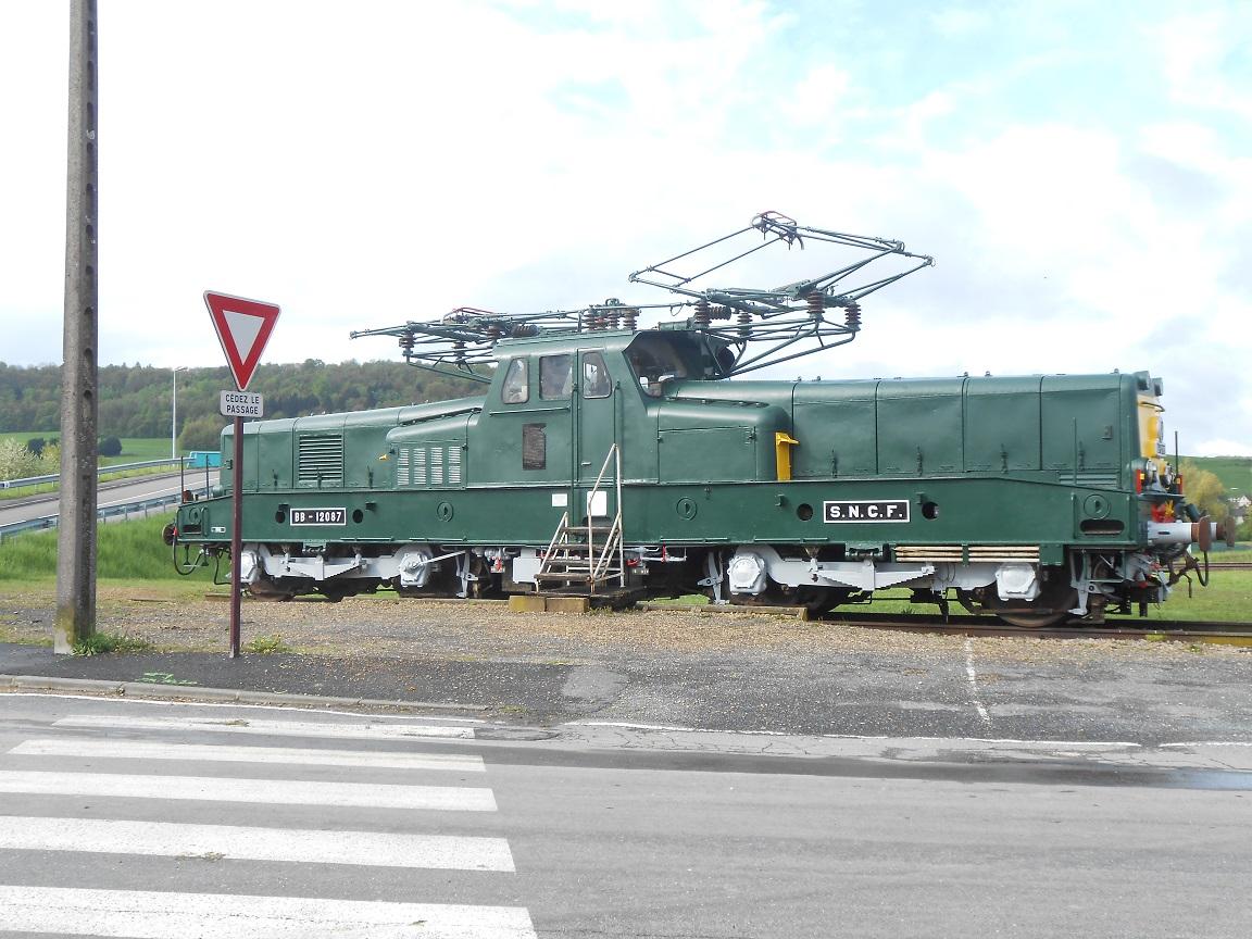 A Nouvion les trains étant à l'arrêt